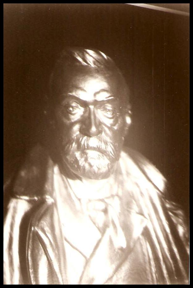 Alfred Nobels byst framifrån,,,