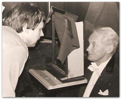 Nobelpristagare Kaj Siegbahn och professor Hans Bjelkhagen