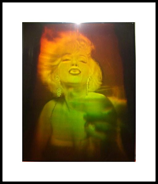 Marilyn Toast hologram 20x25 cm ram 40x50 cm 1.800:- Hand och glas UTANFÖR ca 12 cm Holograf Nick Hardy