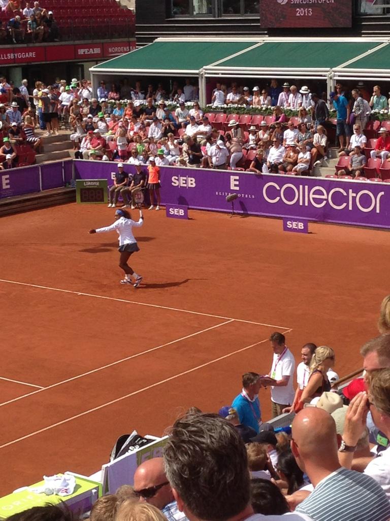 Serena Williams värmer upp