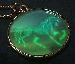 dicromate-pendant-horse